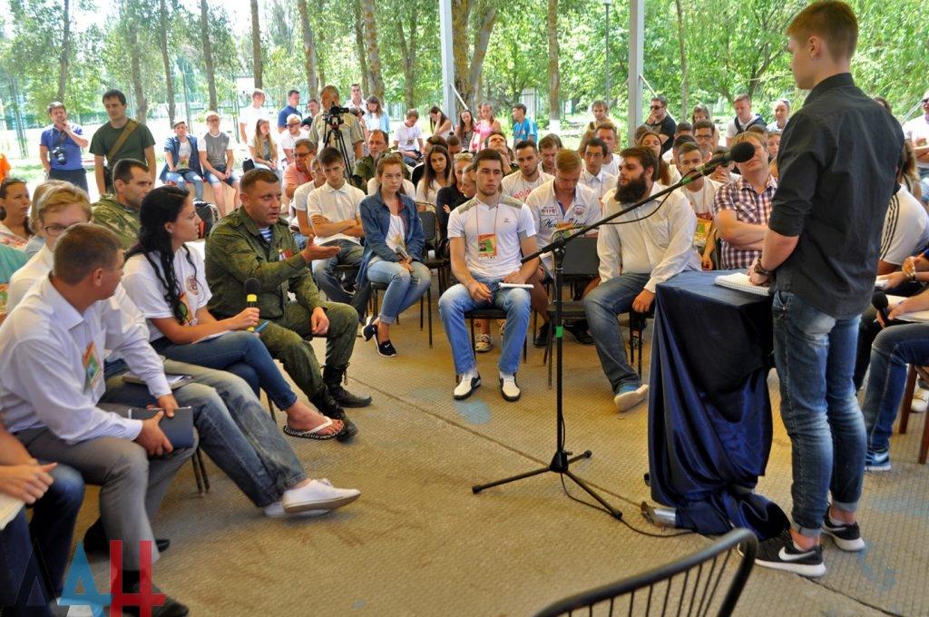 poseschenie-glavoj-molodezhnogo-letnego-lagerya-foto-7-1024x680.jpg